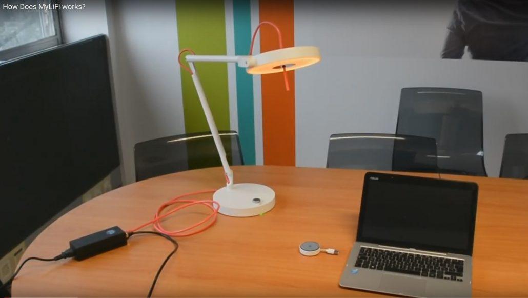 ces 2018 mylifi la lampe qui offre l 39 internet sans fil. Black Bedroom Furniture Sets. Home Design Ideas